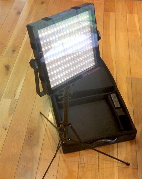 Techpro Felloni B150 LED light panel